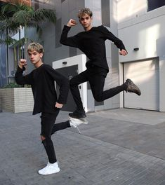They Stepping it Up Funny Group Pictures, Friend Pictures, Logan And Jake, Jake Paul, Cute White Boys, Pretty Boys, The Dobre Twins, Marcus And Lucas, Bff Poses