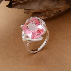 Lujoso anillo plateado con gran piedra rosa de alto detalle – CoolComplements