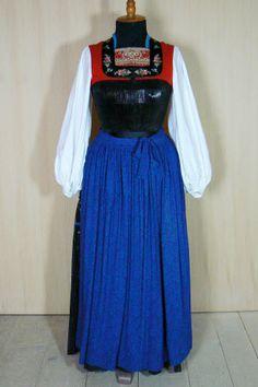 juppe   Juppe Folk Costume, Costumes, Waist Skirt, High Waisted Skirt, German Folk, Traditional Dresses, Austria, Switzerland, Germany