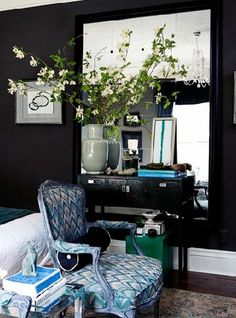 Deep charcoal walls make you focus on the lighter elements, love the graphic quality - like rich back & white photographs or prints.