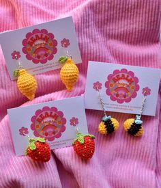 Crochet Baby, Knit Crochet, Crochet Earrings Pattern, Leaf Flowers, Crochet Accessories, Crochet Projects, Lettering, Embroidery, Knitting