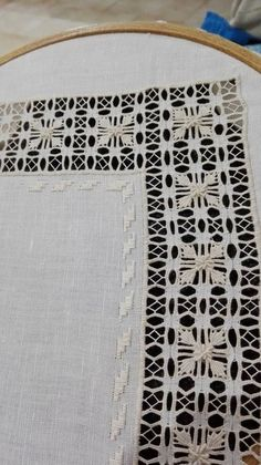 Hardanger Embroidery, White Embroidery, Embroidery Patterns, Hand Embroidery, Stitch Patterns, Diy And Crafts, Arts And Crafts, Drawn Thread, Bargello