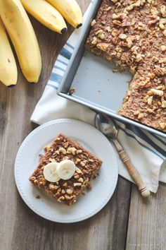 Start your morning with delicious Banana Bread Baked Oatmeal! So easy and tastes like a slice of warm banana bread! The Oatmeal, Baked Oatmeal Recipes, Sans Gluten, Bread Baking, Breakfast Recipes, Breakfast Bites, Breakfast Cake, Banana Bread, Yummy Food