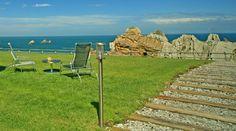 http://www.ventadelmar.es/ La Venta del Mar se encuentra encima de un acantilado sobre la Playa de Portio, en el pueblo de Liencres, municipio de Piélagos próximo a Santander, en Cantabria.