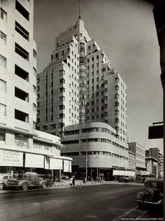#ArtDeco | Anstey's Building, Johannesburg, South Africa. Designed by Emley & Williamson, 1935. News South Africa, Art Deco Buildings, Old Building, Historical Pictures, Africa Travel, Public Art, Aerial View, Old Photos, Around The Worlds