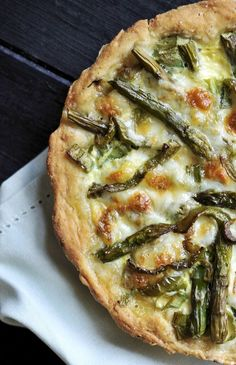 Delicious home made Swiss Mushroom Asparagus Quiche for brunch is always a good idea! This recipe is easy, fast and delicious! Quiche Recipes, Brunch Recipes, Breakfast Recipes, Quiche Ideas, Brunch Ideas, Fall Recipes, Asparagus Quiche, Asparagus Recipe, Asparagus And Mushroom Quiche Recipe