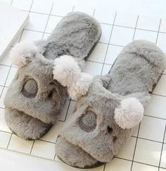 658d703b830 26 Awesome Slippers images