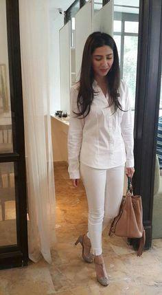 PaKisTaN's FaShİoN MoDeL & AcTrEsS, MaHiRa KhaN  !!!!!!! Latest Outfits, Urban Outfits, Chic Outfits, Pretty Outfits, Pretty Clothes, Pakistani Actress Mahira Khan, Maira Khan, Beautiful Dresses For Women, Beautiful People