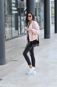 Federica L. wears the bomber jacket trend in a pretty shade of pale pink, capturing casual and feminine vibes in her every day outfit. Jacket: OutfitBook, T-Shirt: Zara, Jeans: Mango, Trainers: Air Force One. Mode Outfits, Outfits For Teens, Casual Outfits, Fashion Outfits, School Outfits, Grunge Outfits, Sneakers Fashion, Semester Outfits, Jordan Outfits