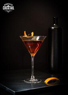 Grand frère du Martini, le Manhattan a longtemps été le roi des cocktails avant d'être peu à peu remplacé par son «frère». Né bien entendu à New York, autour des années 1860, il a une origine nébuleuse: certains attribuent même sa création au bartender du Manhattan Club lors d'une fête organisée par… la mère de …