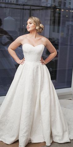 b9be4bb4fa7c5 33 Plus-Size Wedding Dresses  A Jaw-Dropping Guide