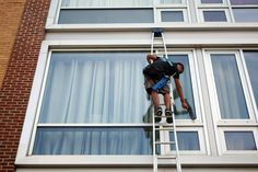 Window Cleaning & Water fed pole information from around the world. Your Window Cleaner in Mallorca. Window Washing Cleaner, Best Window Cleaner, Washing Windows, Commercial Window Cleaning, Window Cleaning Services, Cleaning Companies, Clean Outdoor Windows, Professional Window Cleaning, Water Fed Pole