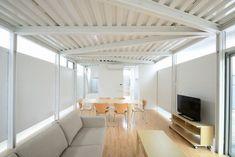 El estudio de arquitectura NIJI ha proyectado una casa de estructura metálica para un barrio residencial de Tokio, resuelta con estructura prefabricada.