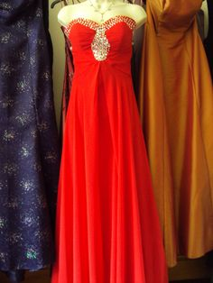 red size 6  hire price £40.