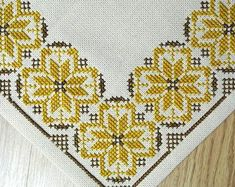 Very well done vintage 1960s handmade cross-stitch embroidery tablet/ tablecloth with star pattern in goldbrown/ brown on light beige bottom