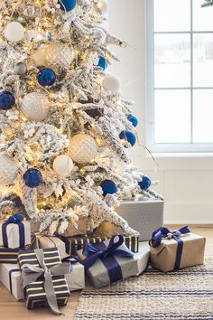 Blue Christmas Friday Feels – Christmas Tree and Winter Boots Blue Christmas Decor, Elegant Christmas Trees, Gold Christmas Decorations, Silver Christmas Tree, Christmas Tree Themes, Rustic Christmas, White Christmas, Cottage Christmas, Christmas Ideas