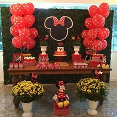 @gabibomfimlocacoes é uma parceira antiga que decorou essa festa linda e aluga… Minnie Mouse Birthday Decorations, Minnie Mouse Theme Party, Minnie Mouse First Birthday, Mickey Mouse Baby Shower, Mickey Mouse Clubhouse Party, Red Minnie Mouse, Mickey Party, Mickey Mouse Birthday, Ideas Party