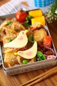 Shogayaki, Japanese Pork Ginger on Rice Bento Lunch by 苺ママ - I especially like the box that it's in.  I need to invest in my own bento boxes.