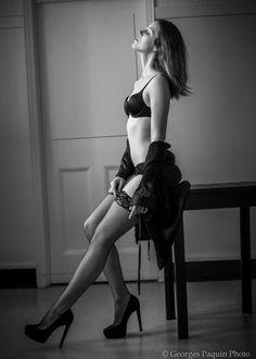 Joanie en noir et blanc - Georges Paquin Photo Boudoir, Sporty, Portrait, Style, Fashion, Black N White, Photography, Swag, Moda