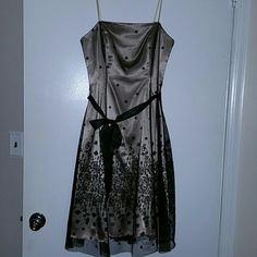 Adrianna Papell dress Stunning strapless dress. Nude with a black tulle overlay. Sparkle pattern all over with heavy pattern on the bottom. Black sash. Only worn twice to to different wedding. Absolutely gorgeous. In excellent condition. Adrianna Papell Dresses Midi