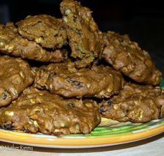 Pumpkin Oat Breakfast Cookies under 160 calories. Perfect for a snack too. http://motherrimmy.com/recipe-pumpkin-breakfast-cookies-raisins-pepitas