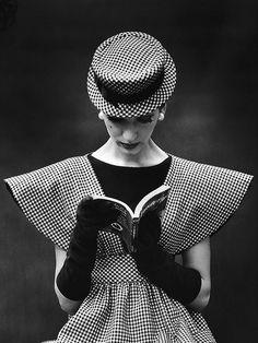 "Blog Le Style NAF NAF. Artículo  ""En nombre de Dior."" http://blog.nafnaf.com.co/archive"