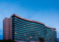 Grand Hyatt Tampa Bay Tampa (Florida) This Tampa hotel is 1 mile from the Tampa International Airport and 8 miles from the Amalie Arena. Two outdoor pools, 3 restaurants, and 24-hour fitness centre are available to guests throughout their stay.