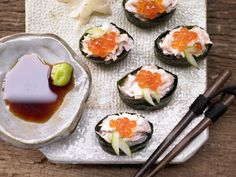 Ahoi ... Sushi-Schiffchen - mit Lachssalat und Algen - smarter - Kalorien: 350 Kcal - Zeit: 50 Min. | eatsmarter.de