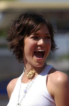Mandy Moore - Hairstyles for Round Faces - StyleBistro by hollie Round Face Haircuts, Hairstyles For Round Faces, Short Hairstyles For Women, Pixie Haircuts, Short Shaggy Haircuts, Short Shag Hairstyles, Shaggy Bob, Boy Haircuts, Formal Hairstyles