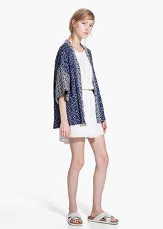 Giacca kimono da abbinare a pantaloni blu skinny come quelli che abbiamo acquistato da Zara. Kimono jacket to match withblue skinny jeans like the ones we bought together at Zara.