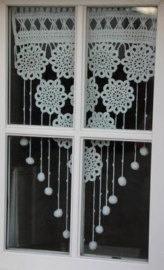 Filet Crochet, Crochet Motif, Crochet Patterns, Christmas Trees For Kids, Crochet Christmas Trees, Crochet Curtains, Lace Curtains, Metal Walls, Metal Wall Art