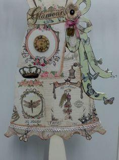Un maniquí casi de tamaño natural, está decorado en decoupage vintage, de Dayka trade, pintados con acrílicos y acuarelado con distress y puntillas de Ranger.