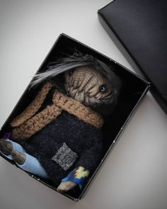 Малыш отправляется  в свой новый дом  Monster adopted  #monsters #monster #handmade #textileheart #pocketmonsters #pocketsize #mini #arttoy #artdoll #designertoys #creature #creepy #creepydoll #чердачныекуклы #чердачныемонстрыtextileheart #маленькаякуколка #куклавладошку #карманная #существо #irinasayfiydinova #монстрик #монстр by textile.heart