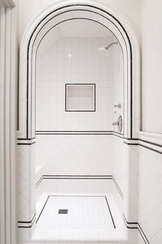 12 Ideas For Designing An Art Deco Bathroom Discover stylish art deco bathroom design ideas. Art Deco influenced the black and white design. White Tile Shower, White Bathroom, Master Bathroom, Bathroom Mirrors, Glass Bathroom, Bathroom Closet, Simple Bathroom, Bad Inspiration, Bathroom Inspiration