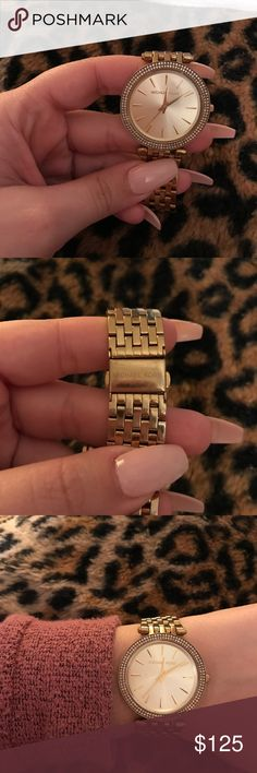 Micheal kors watch Used couple times needs new battery. No extra links fits a medium wrist !! Free shipping ✅ MICHAEL Michael Kors Accessories Watches