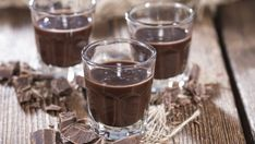 There are lots of types of chocolate liqueur and some very tasty cocktails you can make with it. Check out the best chocolate liqueur drinks and even make your own at home! Types Of Chocolate, Chocolate Gifts, Homemade Chocolate, Chocolate Martini, Chocolate Liqueur, Sweet Alcoholic Drinks, Nutella, Patron Xo Cafe, Alcohol