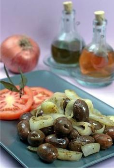 Ελιές θρούμπες τηγανιτές με κρεμμύδι