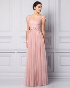 Pink pearls make this unconventional wedding dress shine #lechateau #lewedding #styledowntheaisle