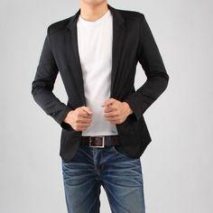 Sugestão Look Masculino  Camiseta básica Calvin Klein Jeans   Calça Jeans  Skinny Calvin Klein Jeans   Blazer Carmim eef9c03e6d