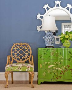 shiny green dresser/ Chinoiserie Chic: Katie Rosenfeld - A Fresh Look at Chinoiserie Home Goods Decor, Home Decor, Painted Chest, Hand Painted, Painted Dressers, Decoration Bedroom, Chinoiserie Chic, Chinoiserie Fabric, Asian Decor