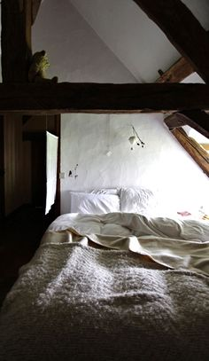 Simple vintage spaces convey a sense of serenity.  Might be a nice theme for a future home. cottage bedroom
