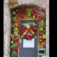 Let's decorate front door for Christmas!There are really amazing ideas how to decorate the front door and below I made a gallery of 31 creative front door Christmas decorations. Noel Christmas, Outdoor Christmas, All Things Christmas, Winter Christmas, Christmas Wreaths, Christmas Crafts, Christmas Recipes, Christmas Porch, Christmas Ideas
