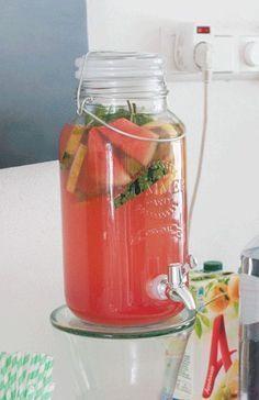 Recept: Limonade met watermeloen en citroen – Savory Sweets Sandviç – The Most Practical and Easy Recipes Refreshing Drinks, Summer Drinks, Cocktail Drinks, Fun Drinks, Healthy Drinks, Cocktails, Juice Smoothie, Smoothie Drinks, Fruit Smoothies