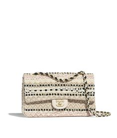 Handbags of the Spring-Summer 2019 Pre-Collection CHANEL Fashion collection : Flap Bag, cotton, raffia, lambskin & gold-tone metal, beige & black on the CHANEL official website. Burberry Handbags, Chanel Handbags, Louis Vuitton Handbags, Chanel Bags, Chanel Purse, Chanel Fashion, Fashion Bags, Fashion Ideas, Women's Fashion