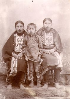 Studio portrait shows two Osage women and a young boy who is probably the son of… Native American Children, Native American Pictures, Native American Wisdom, Native American Tribes, Native American History, Native Americans, Osage Indians, Native American Photography, Native Indian