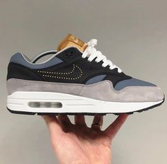 Nike iD Check this whole brutal Nike Air Max 1 Premium 'BY YOU'! Best Sneakers, Sneakers Fashion, Sneakers Nike, Nike Air Max, Air Max One, Mens Vans Shoes, Hype Shoes, Fresh Shoes, Shoes