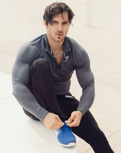 Mens Fitness: Elevate Pullover - Black/Charcoal www. Sport Style, Gym Style, Style Men, Sport Fashion, Fitness Fashion, Workout Gear For Men, Fitness Photography, Muscle Men, Gorgeous Men