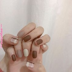 15 Nail Art Designs for Fall That Aren't Tacky — Anna Elizabeth The best classic manicures with stylish, yet subtle nail art for Fall 2019 Nail Art Cute, Nail Art Diy, Diy Nails, Gel Manicure, Manicure Colors, Manicure Ideas, Bling Nails, Manicures, Korean Nail Art