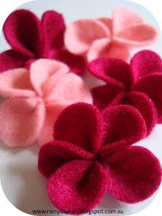 Felt flowers tutorial by Rainy Days Joy (So Pretty! Cute Crafts, Felt Crafts, Fabric Crafts, Crafts To Make, Diy Crafts, Recycled Crafts, Handmade Flowers, Diy Flowers, Fabric Flowers