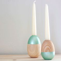 This modern DIY is simple and fabulous! These wooden egg candle holders are sure to make great Easter and spring decor!